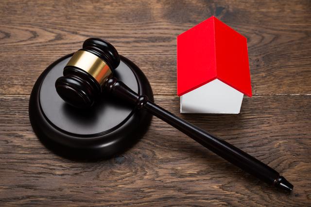The deceptiveness of public auction